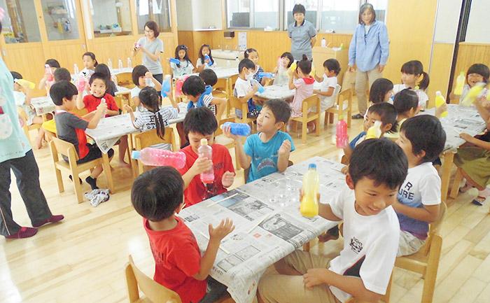 夏休み工作で地域児童と交流