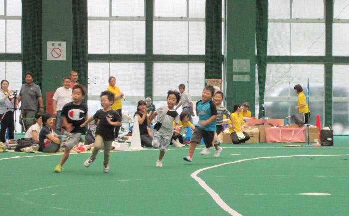 運動会で地域お年寄り・地域児童と交流